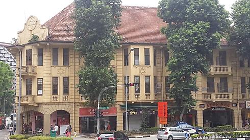 אחד מבנייניהם של עשירי סינגפור היהודיים, בניין אליאס שהממשלה משמרת באדיקות (איילת מאמו שי)