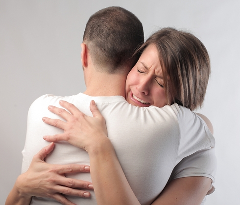 חיבקתי אותו ודמעות חנקו את גרוני. מפגש (קרדיט: Shutterstock) (קרדיט: Shutterstock)