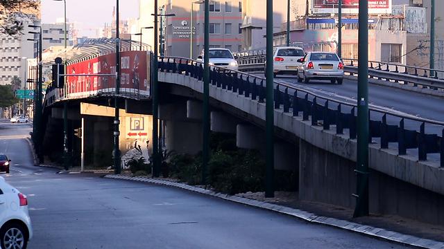 ימיו של גשר מעריב ספורים. זרימת התנועה שלפני הסערה (צילום: מוטי קמחי) (צילום: מוטי קמחי)