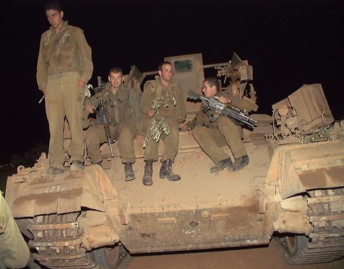 חזרו הביתה. הלוחמים בשטח ישראל (צילום: אביהו שפירא) (צילום: אביהו שפירא)