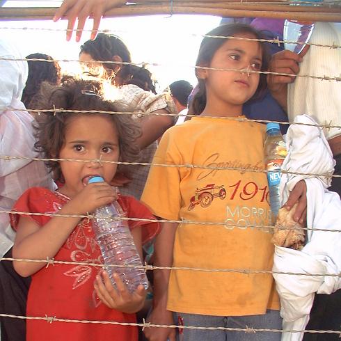 """ילדים לבנונים בין הפטיש לסדן - לאחר נסיגת צה""""ל (צילום: אביהו שפירא) (צילום: אביהו שפירא)"""