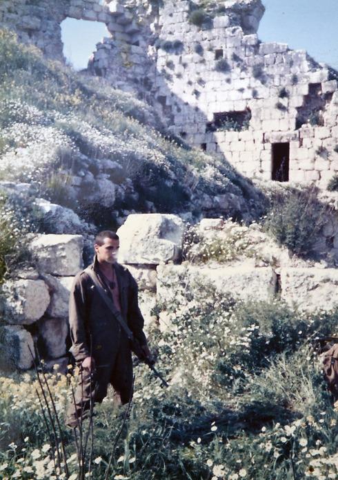 1987, מוצב הבופור: חייל גולני, אורן אבמן, בקו הראשון שלו בדרום לבנון ()