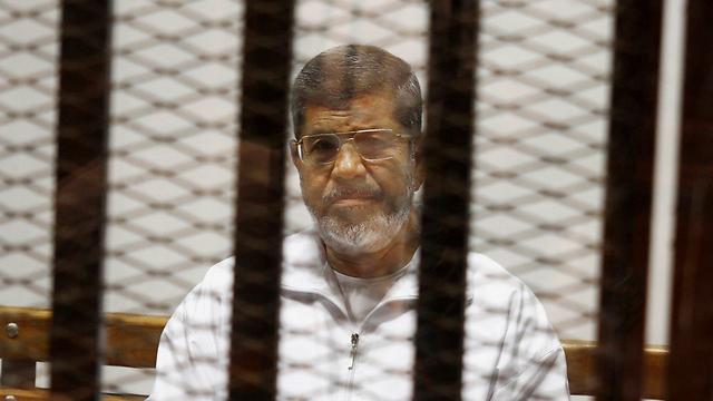 מורסי בעת משפטו. ארדואן עקב בחשש (צילום: AP)