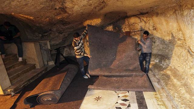 Workers place carpets over ancient floor designs in the cave under the Dome of the Rock shrine (Photo: AP)