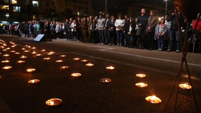 Memorial Day ceremony in Tel Aviv (Photo: Motti Kimchi)