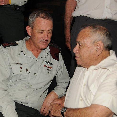 """אילת ז""""ל בפגישה עם הרמטכ""""ל לשעבר בני גנץ בשנה שעברה (צילום: דוד (דדה) עינב) (צילום: דוד (דדה) עינב)"""