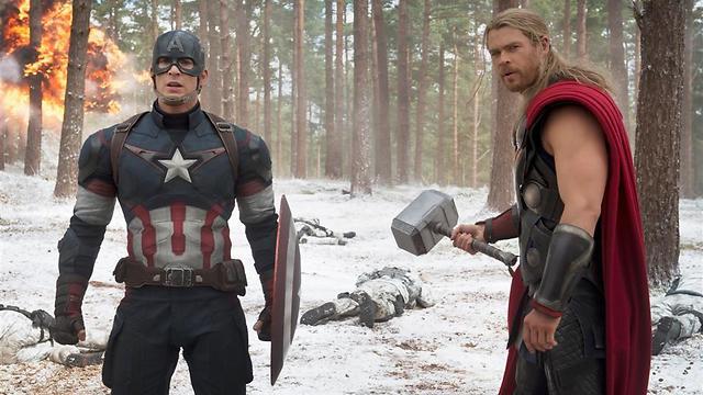 כריס המסוורת' וכריס אוונס כת'ור וקפטן אמריקה ()