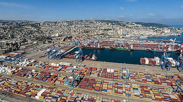 נמל חיפה בין הגופים הלא מבוקרים (צילום: ישראל ברדוגו )