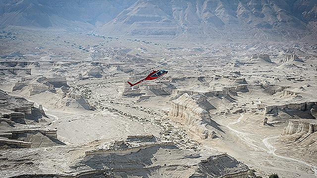 טיסה מעל מצדה (צילום: ישראל ברדוגו )