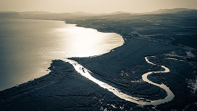 הירדן נשפך לכנרת (צילום: ישראל ברדוגו )