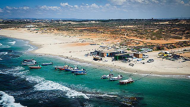 חוף הדייגים ליד חדרה (צילום: ישראל ברדוגו )