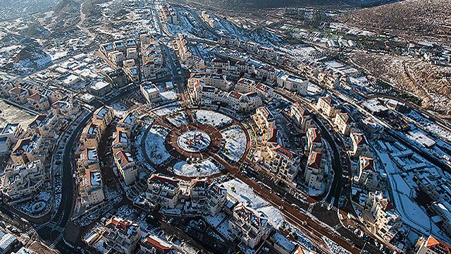 """בית""""ר עילית מלמעלה (צילום: ישראל ברדוגו )"""
