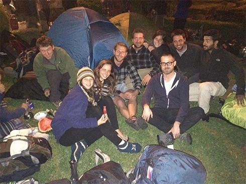 מטיילים ישראלים בשגרירות בנפאל ()