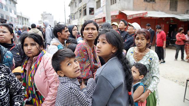 אזרחים ברעידת האדמה בנפאל (צילום: EPA) (צילום: EPA)