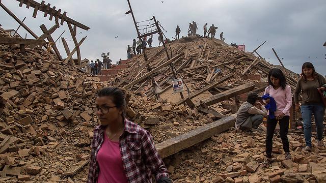 Survivors of Nepal's quake in Katmandu's Durbar Square (Photo: EPA) (Photo: Gettyimages)