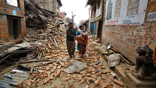 הרס בקטמנדו. להתכונן לטראומה (צילום: AP)