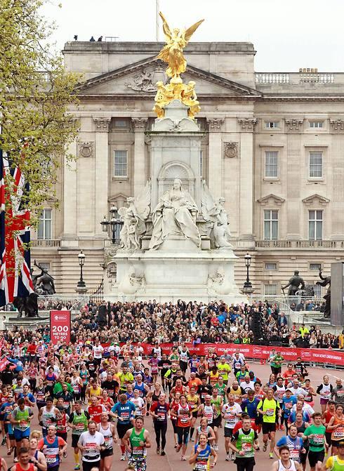 משתתפים במרתון לונדון (צילום: AFP) (צילום: AFP)