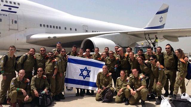 IDF team prepares to board (Photo: Yoav Zitun)