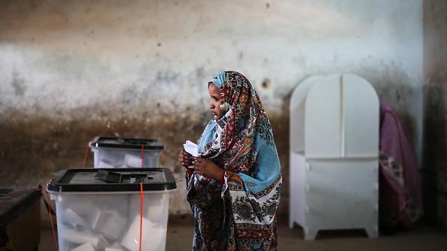 מדינה ענייה עם אתגרים רבים. קלפי בחרטום (צילום: AP) (צילום: AP)