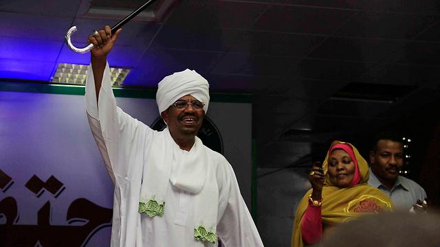 אפילו תומכיו של הרודן הסודני לא הלכו לקלפי. אל-באשיר (צילום: EPA) (צילום: EPA)