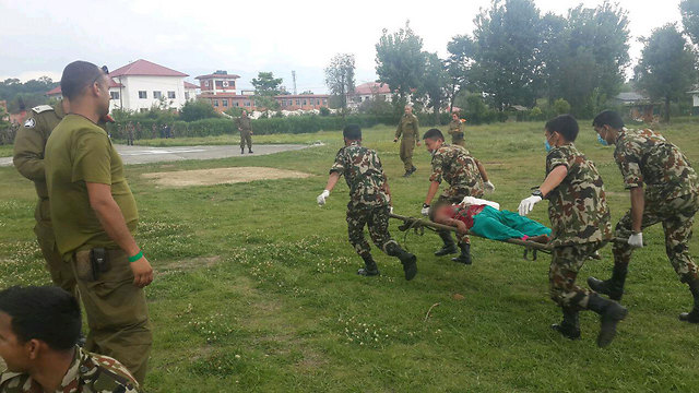 IDF and Nepalese rescue forces in action (Photo: Itay Blumenthal)