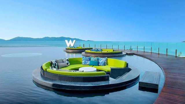מלון W. בחזית הטכנולוגיה ()