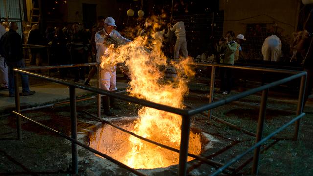 Samaritan Passover sacrifice at Mt. Gerizim (Photo: AP)