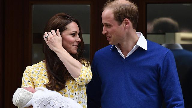 וויליאם וקייט עם הבת החדשה בשבת (צילום: AFP) (צילום: AFP)