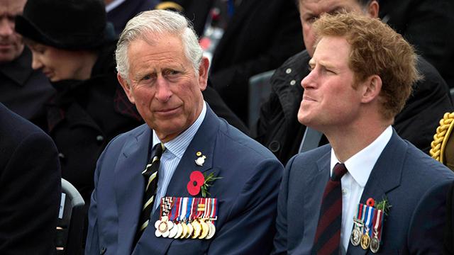שלח אותו למרכז גמילה. הנסיך הארי עם אביו צ'ארלס (צילום: MCT) (צילום: MCT)