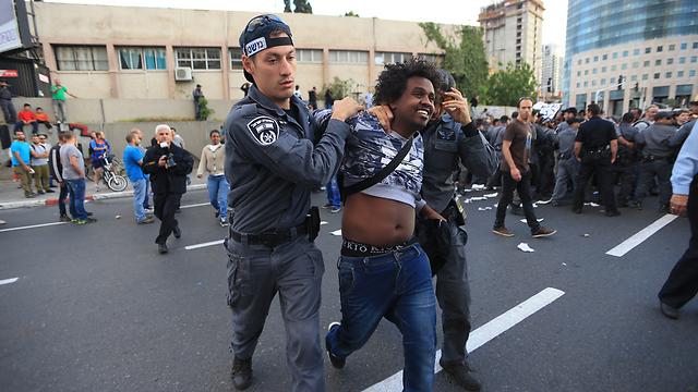 עימותים בהפגנה בתל אביב, מאי 2015 (צילום: ירון ברנר) (צילום: ירון ברנר)