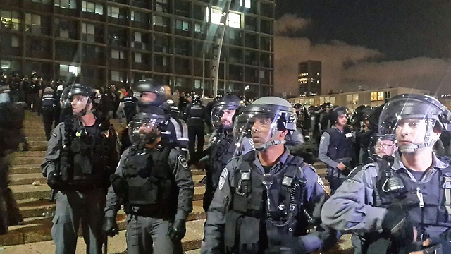 Police in riot gear (Photo: Itay Blumenthal)