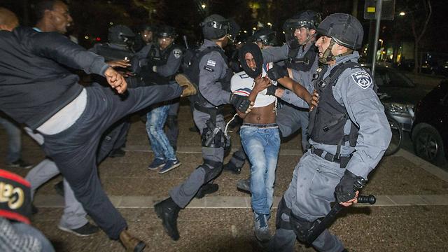הפגנות בתל אביב, מאי 2015 (צילום: AFP) (צילום: AFP)