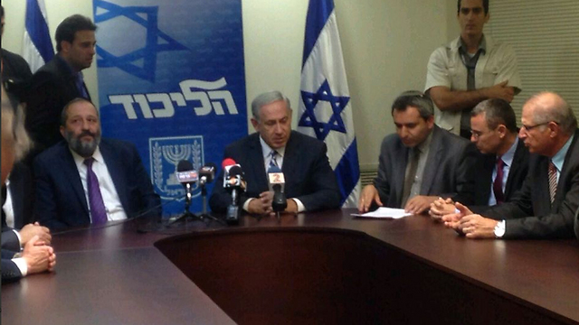 Shas and Likud sign coalition agreement.