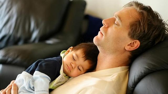 """""""שני ההורים צריכים להעניק לילד מהרגע הראשון"""" (צילום: shutterstock) (צילום: shutterstock)"""