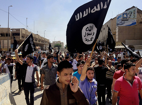 ISIS supporters in Mosul. The Iraqi regime gave up the big city (Photo: AP)