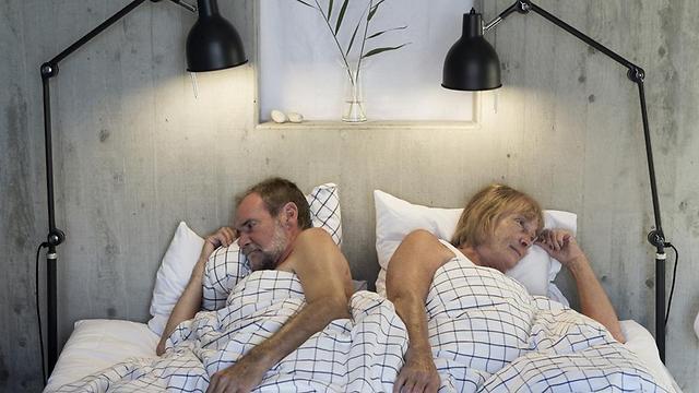 ירידה בשינה יכולה להוות סימפטום לדיכאון, אבל לא בהכרח. (צילום: shutterstock) (צילום: shutterstock)