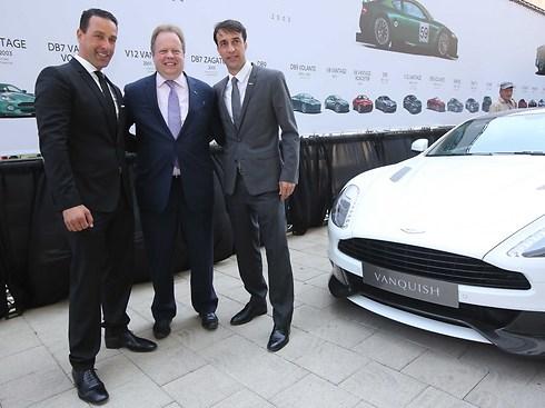 תומר דותן (מימין) ומאיר אוחיון (משמאל), בעלים משותפים של אסטון מרטין ישראל עם אנדי פאלמר (רונן טופלברג) (רונן טופלברג)