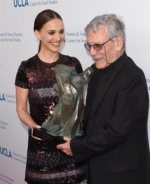 Portman with Israeli author Amos Oz (Photo: GettyImages)