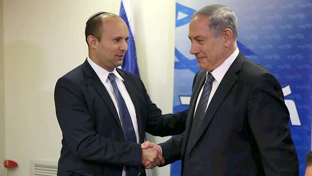Bennett and Netanyahu shake hands (Photo: New Media Likud)