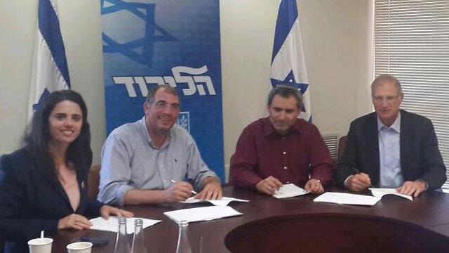 החתימה הרשמית. צוותי הליכוד והבית היהודי, הבוקר ()
