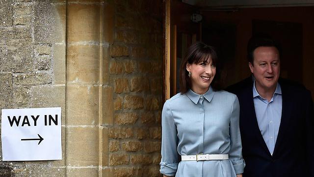 השמרנים נתפשים כמפלגתם היחידה של הבריטים. בני הזוג קמרון ביום ההצבעה (צילום: רויטרס)
