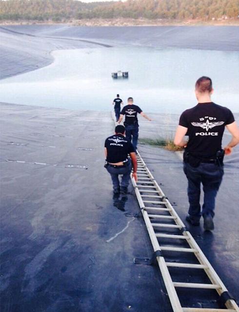 החיפושים במאגר המים (צילום: חטיבת דובר המשטרה)