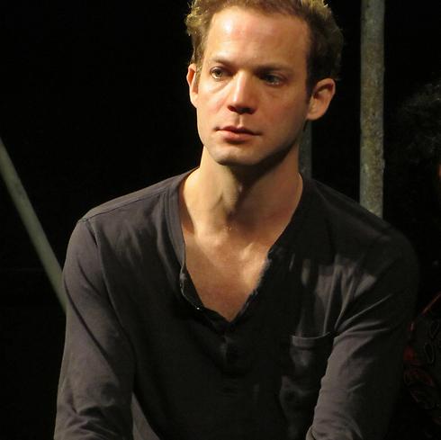 בכסא הבמאי. איתי טיראן (צילום: מרב יודילוביץ') (צילום: מרב יודילוביץ')