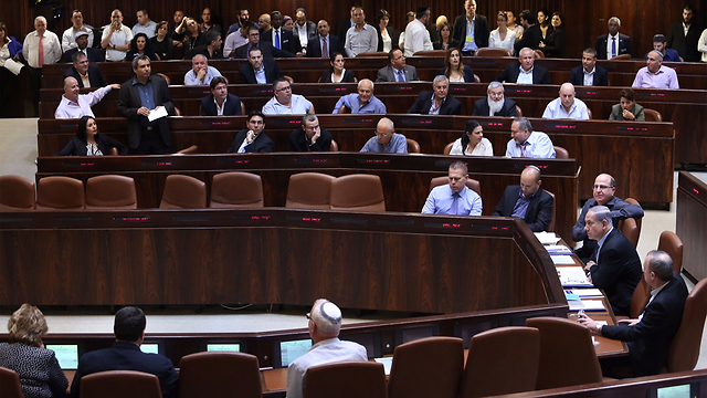 The Knesset meets to pass 'unlimited ministers' bill. (Photo: Yochanon) (Photo: Gil Yochanon)