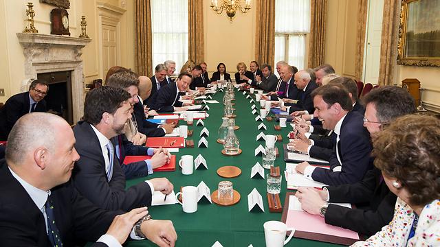 הישיבה הראשונה של הממשלה השמרנית החדשה בראשות דיוויד קמרון (צילום: gettyimages)