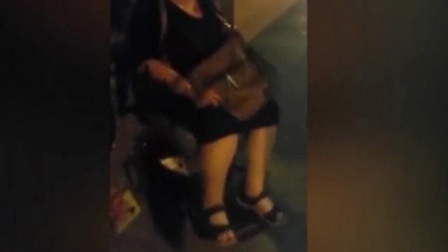 הנוסעת שביקשה לעלות לאוטובוס (מתוך הווידאו) ()