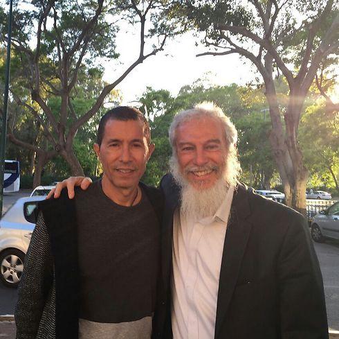 הרב פייקובסקי עם אלי טביב ()