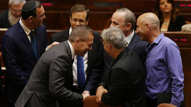 ארדן נותר מחוץ לממשלה והתקבל בחום גם על-ידי האופוזיציה (צילום: אוליבייה פיטוסי) (צילום: אוליבייה פיטוסי)