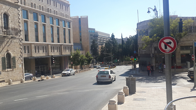 רחוב שלמה המלך - המקום שבו צולמה התמונה כיום (צילום: רועי ינובסקי) (צילום: רועי ינובסקי)