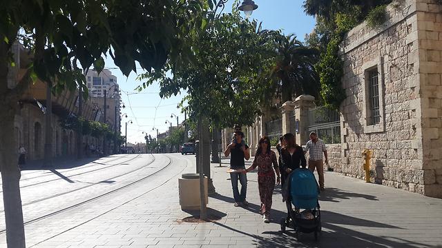 רחוב יפו - המקום שבו צולמה התמונה היום (צילום: רועי ינובסקי) (צילום: רועי ינובסקי)
